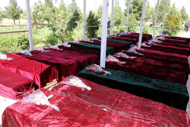 Jour de deuil en Afghanistan après le carnage de Mazar-i-Sharif