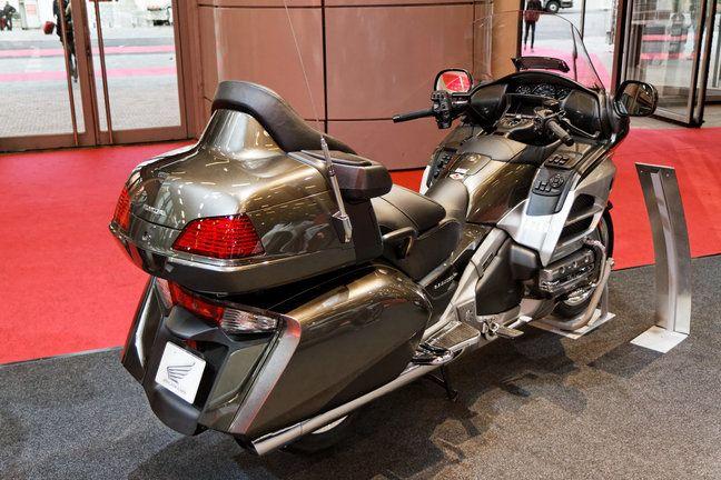 Taxi moto vous propose ses services de transport à Paris et sur les aéroports: Roissy et Orly avec des tarifs pas chers.