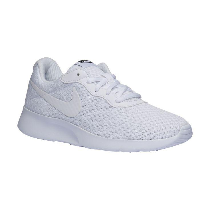 Dámské tenisky Nike v trendy střihu s vysokou pohodlnou podešví pro komfortní chůzi. Mírně zvednutá špička správně vede krok. Obuv je lehká, měkká a dobře prodyšná. Kombinujte s barevným sportovním oblečením anebo noste na volný čas k džínům nebo k pouzdrové sukni.