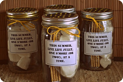 S'mores in a Jar-An easy and useful summer gift idea!