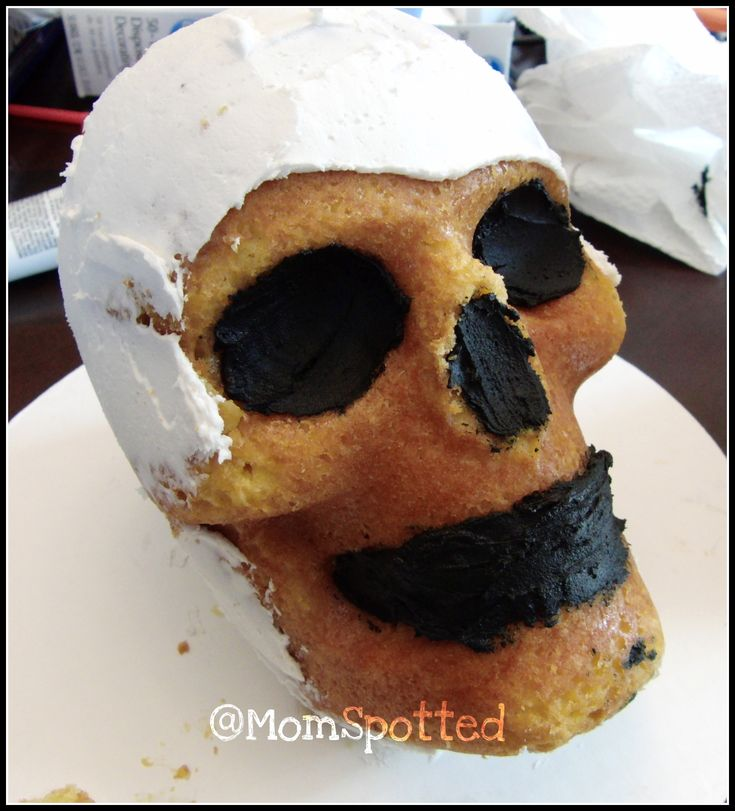 How I Made My Wilton Dimensions® 3-D Skull Cake Pan! #halloween #Skull