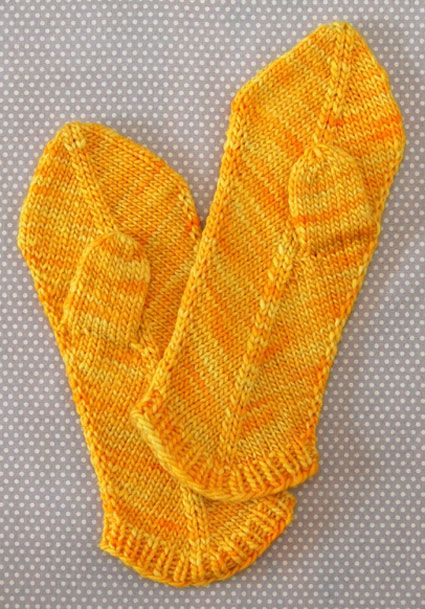 mittenzzzz! LOVE this color. reminds me of Shibuki sock yarn honey