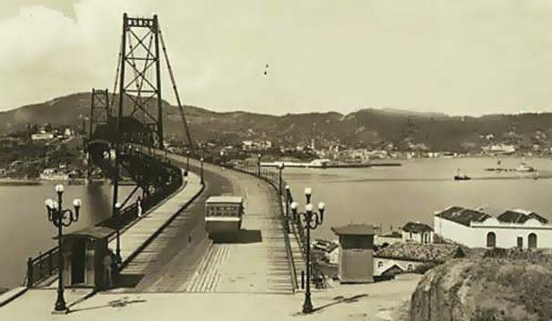 Ponte Hercílio Luz no passado