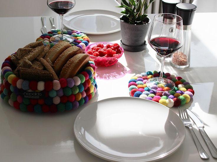 Fehlt Ihrem gedeckten Tisch das gewisse Etwas? Dann ist unser Untersetzer in Multi Color genau das Richtige für Sie. Dieser Untersetzer ist ein echter Blickfang für Ihre Tafel.