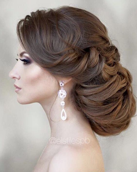 Wedding updo hairstyle idea via Elstile / http://www.himisspuff.com/beautiful-wedding-updo-hairstyles/7/