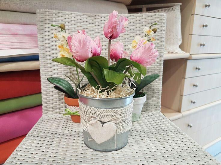 Al #bauledeisogni ci piace creare qualsiasi cosa. Ecco dei vasetti di fiori finti per la #festadellamamma.