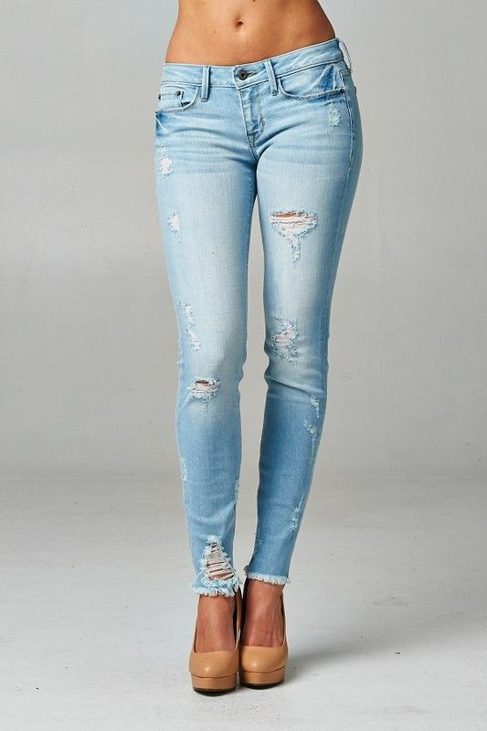 Low rise, skinny, destroyed jeans, unfinished hem. Super cute and comfy, good fit.