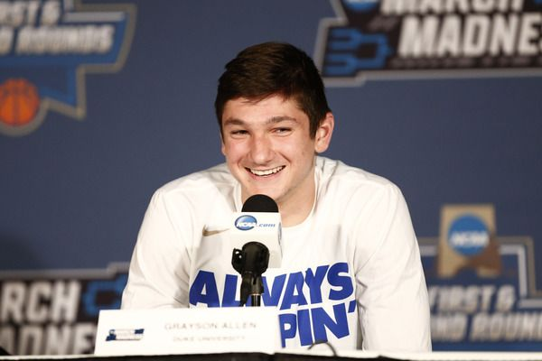 Hilarious photo of Grayson Allen trends on Twitter during Duke game