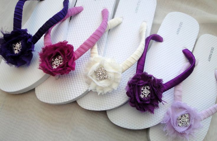 ribbon and flowers on cheap old navy flip flops, cute idea