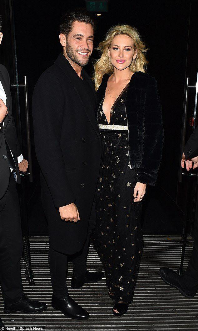 MIC's Stephanie Pratt passionately kisses Jonny Mitchell | Daily Mail Online