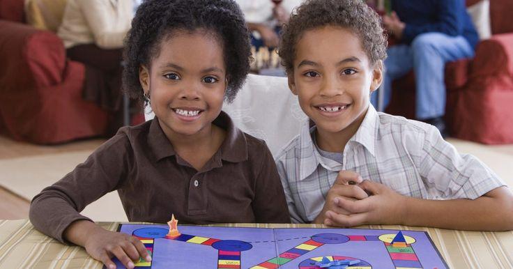 Cómo hacer juegos de mesa de trigonometría. Puedes hacer que temas difíciles como la trigonometría sean más accesibles para los estudiantes incorporándolos a juegos. Añade preguntas de trigonometría a juegos existentes o construye un nuevo juego para enseñar el tema específico. Concéntrate en sólo un tipo de pregunta u ofrece variedad de preguntas cubriendo el tema por completo. No se ...