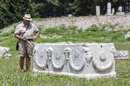 Exploring the archeological site of Ephesus (Turkey) — Stock Photo #157045656