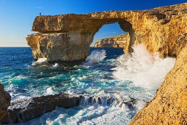 Природная арка Лазурное Окно, остров Гоцо, Мальта.