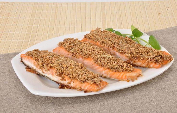 Receita de salmão com crosta de castanha e parmesão