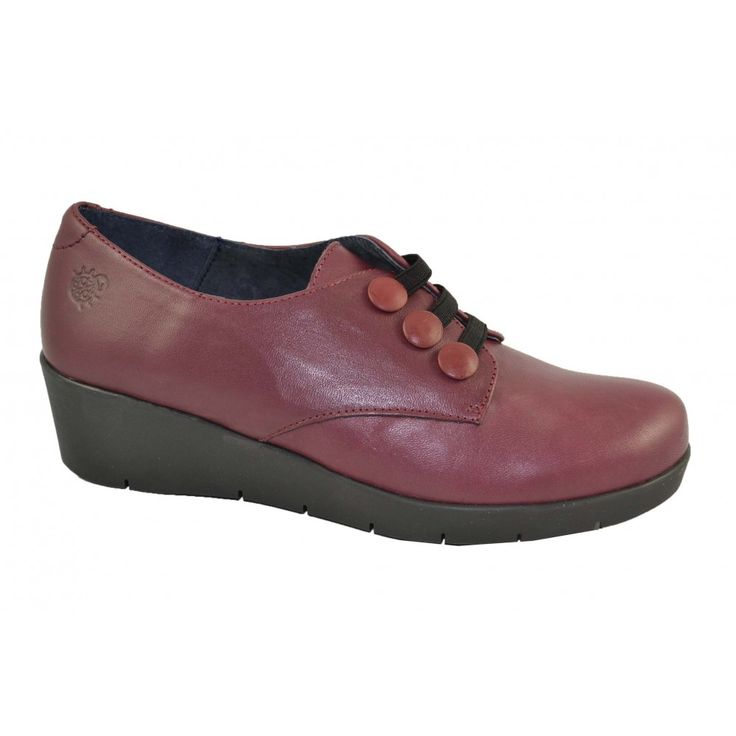 #Zapatos casual de piel con cuña de goma de 4cm. de altura con cierre de elásticos de la marca española YOKONO.