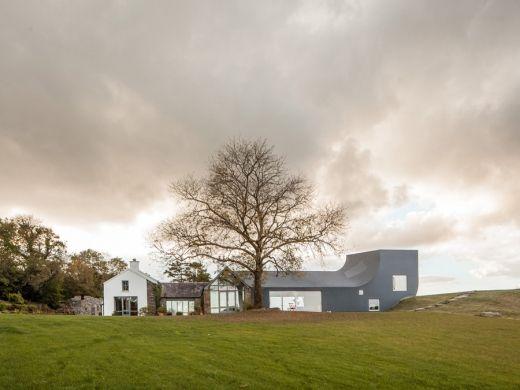 House in Inchigeelagh by Markus Schietsch via Frameweb.com