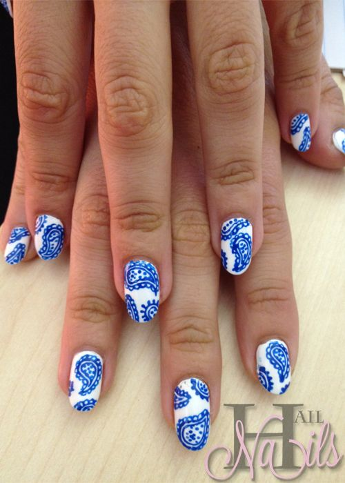 Blue Paisley on White | Nail Art