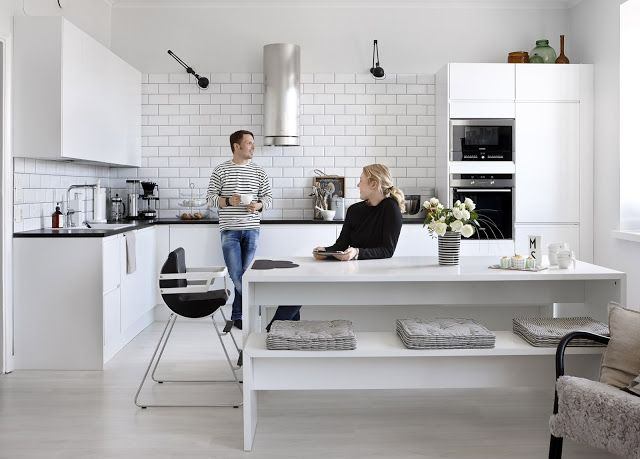 A black and white Helsinki home - perfect modern kitchen.
