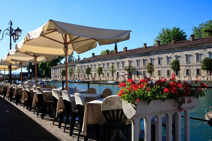 Peschiera del Garda: Its special attraction is the old town centre, which lies in the middle of an enormous fortress in the shape of a five-pointed star and completely surrounded by water.