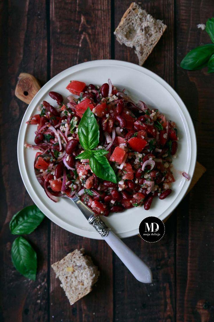 Prosta i zdrowa sałatka wegańska. Z czerwonej fasoli, pomidora, kaszy jaglanej. Z natką pietruszki i bazylią.  // Simple and healthy vegan salad. With red bean, tomato and millet     #parsley #basil #salad #summer #vegan #bean #mojadelicja #sałatka #fasola #pomidory #food #foodporn #photography #lato #fit #diet #healthy #healthyeating #eat