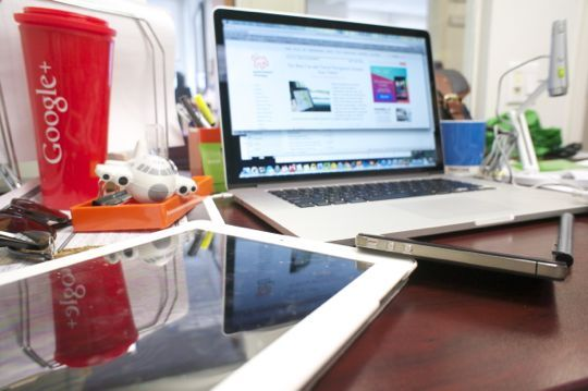 5 Steps to a Clean Desk (via @Apartment Therapy)