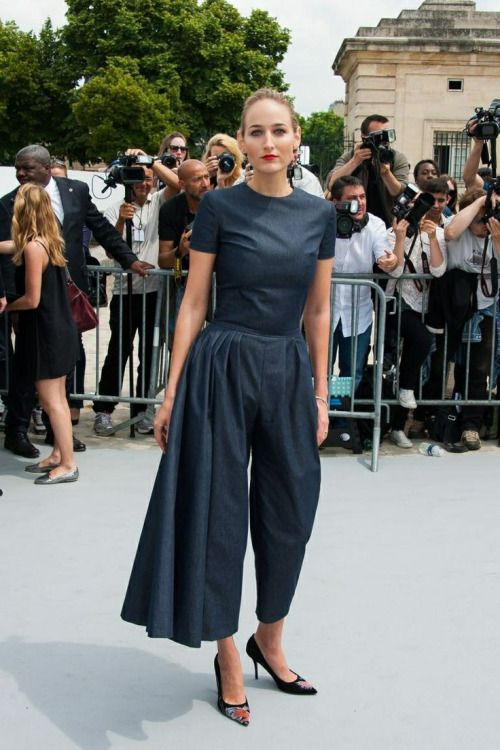 Leelee Sobieski-untuck the shirt and change the shoes to lower heels...but otherwise I could do something with this...