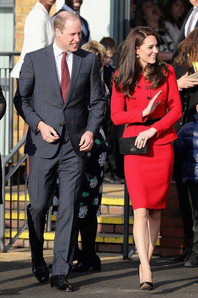 Кейт Миддлтон и принц Уильям посетили начальную школу Mitchell Brook Primary School на севере Лондона.