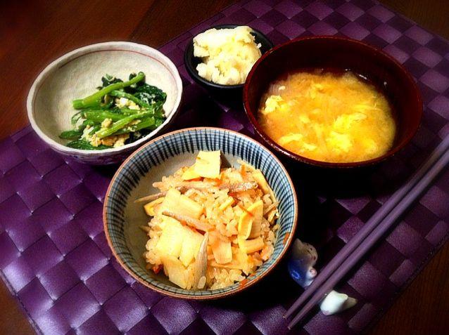 To: Atsuhiro831 旬の新たまねぎのお味噌汁もです~ 旬なものを食べるっていいですよね❁ - 5件のもぐもぐ - たけのこご飯 by ayumico