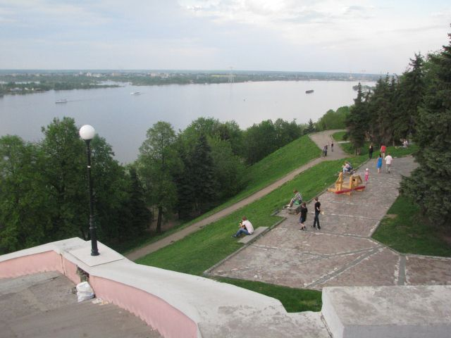 Alexander Gardens extend all the way from the top of the embankment down to the Volga River in Nizhny Novgorod, Russia. This peaceful park is a quiet oasis inside the city that brings people closer to nature.