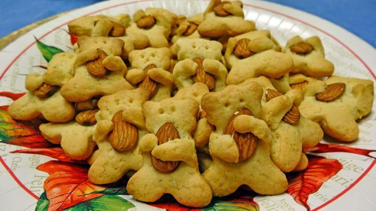 Dopo tanto Tempo sono tornata a scrivere una nuova ricetta..  La mia proposta per questo Natale sono dei biscottini super morbidi a forma di...