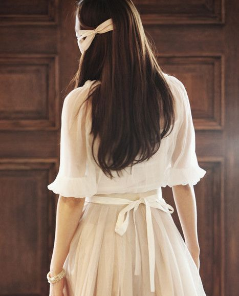 sweet!: White Hair, Ribbons Bows, Hair Ribbons, Pink Outfits, White Outfits, Hair Bows, Hair Style, Dresses Outfits, Felt Flowers Headbands