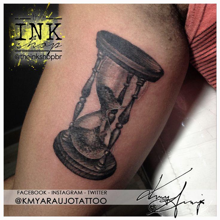 Realistic style black and grey time & hourglass tattoo. Made by Kmy Araujo at The Ink Shop (Niteroi, RJ, Brazil).  Tatuagem sombreada em preto e cinza de ampulheta & tempo. Feita por Kmy Araujo no The Ink Shop (Niterói, RJ.) Rua Domingues de Sá, 293 - sala 503, Icarai, Niteroi, RJ  (21) 2082-7685  (21) 97917-1304 www.facebook.com/kmyaraujotattoo