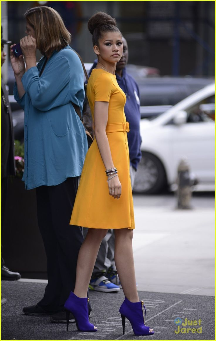 Zendaya & Val Chmerkovskiy: Family Photo! | zendaya yellow dress nyc 01 - Photo