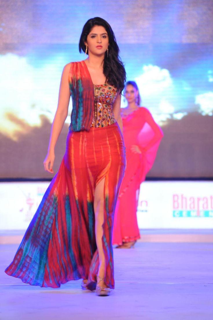 tamil-actress-Deeksha-Seth-rampwalk-hot-and-sexy.jpg (1200×1804)