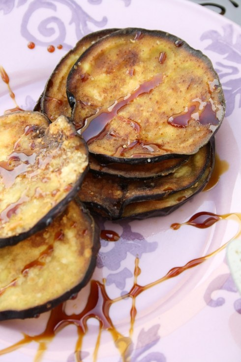 Berenjenas fritas con miel de caña fried aubergines with dark cane honey