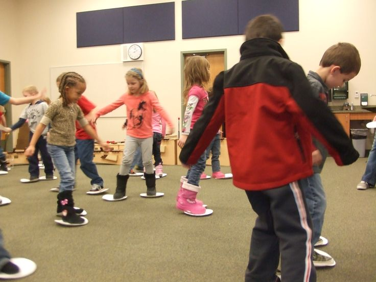 Fun Music lesson for January! The children are skating to wonderful Art music called the Skaters Waltz. They are having fun skating to the beat of 3/4 time while listening to classical music. Click on picture above to find more exciting music lessons.  Enjoy!