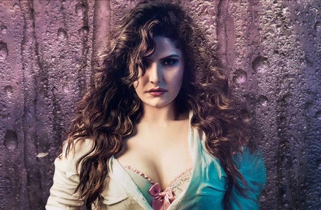 Zarine Khan weight loss journey of reducing 43 kilos amazed everyone and is the hot topic of discussion amongst all. Here are her weight loss journey and her workout plan that you can look forward to- zarine khan weight loss#fitspo #getfit #goalSetting #youcandoit