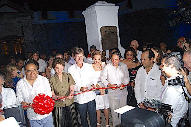 Inaugura Astudillo y De la Madrid video mapping en Fuerte de San Diego - http://www.notimundo.com.mx/espectaculos/inaugura-astudillo-y-de-la-madrid-video-mapping-en-fuerte-de-san-diego/