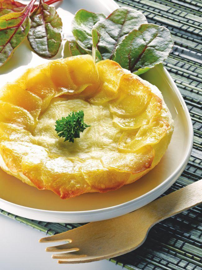 Il est possible de se faire plaisir à moindre coût, la preuve avec cette recette de tartelettes Tatin au chèvre et à la pomme de terre. On se régale d'avance !