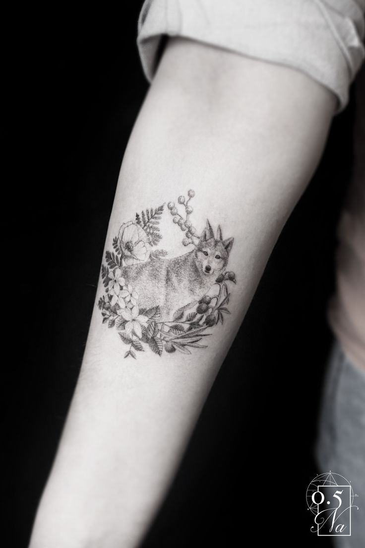 tattoo wolf and female flowers by 0.5na realist wolf and flowers for a feminine tattoo by 0.5na