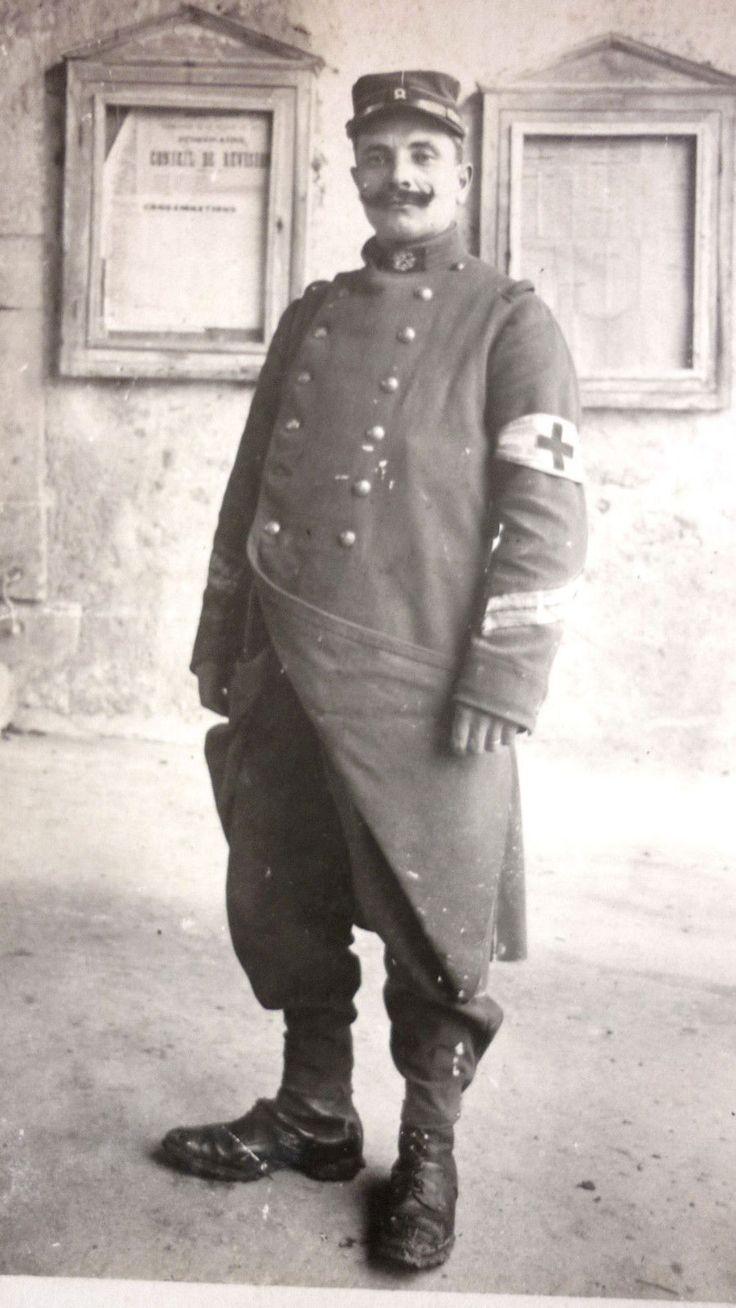 """Le terme """"poilu"""" désigne tous les soldats français qui ont combattu lors de la Première Guerre mondiale. Ce conflit particulièrement meurtrier est aussi connu sous le nom de Grande Guerre, car il a atteint une ampleur bien plus importante que tous les autre..."""