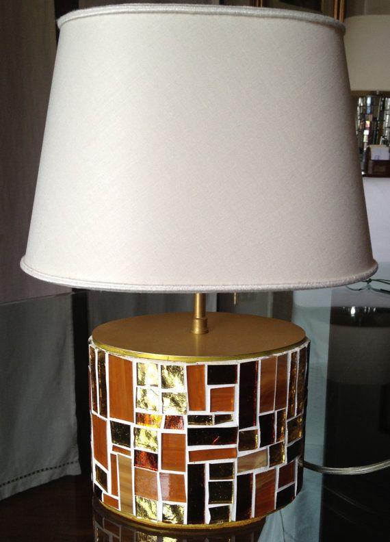 Lampada da tavolo realizzata a mano. La base di LelucciolediPapi