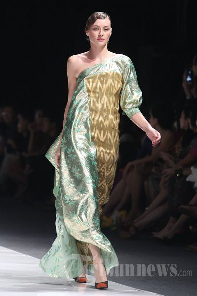 Fashion_Show_Ikat_Indonesia_Didiet_Maulana_5340.jpg