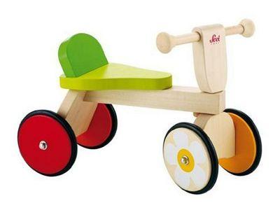 Triciclo di legno Baby Buggy di Sevi... E chi lo ferma più? Per la massima stabilità del tuo bambino la sella è completa di un piccolo schienale.