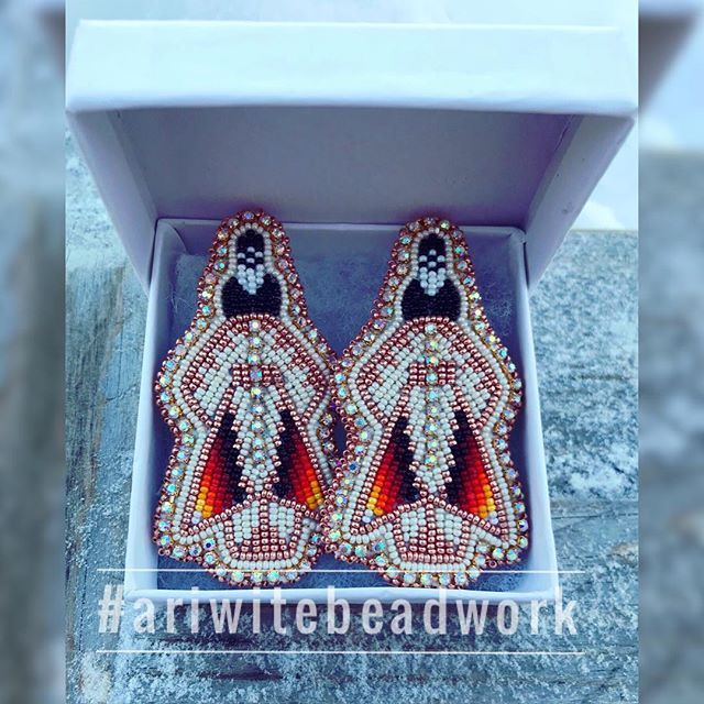 Slowly knocking off orders on my January list. Love these rose gold and cream earrings *JUST SHARING * #ariwitebeadwork #nativeamericanbeadwork
