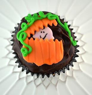 Sweetology - PEEK-A-BOO pumpkin #babyshower #halloween #fall