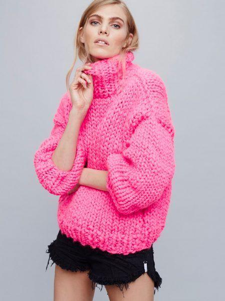 Розовый свитер из толстой пряжи