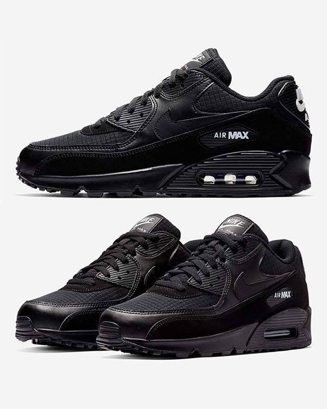 4aa179b123 Pure and simple: the NIKE AIR MAX 90 dons and black and white makeup with