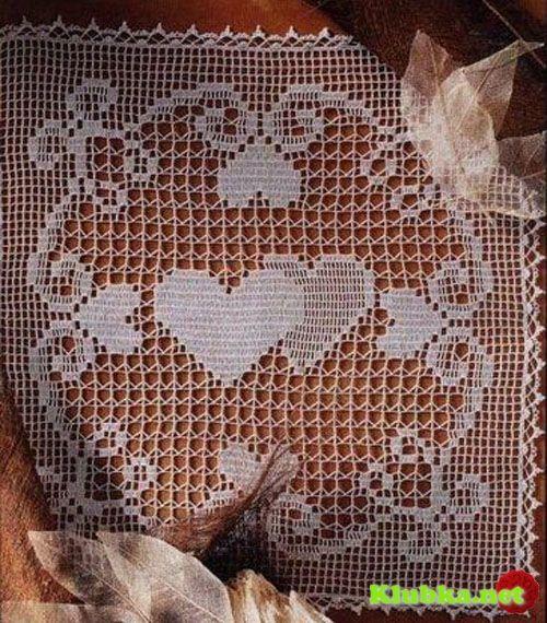 Filet crochet heart mat with diagram