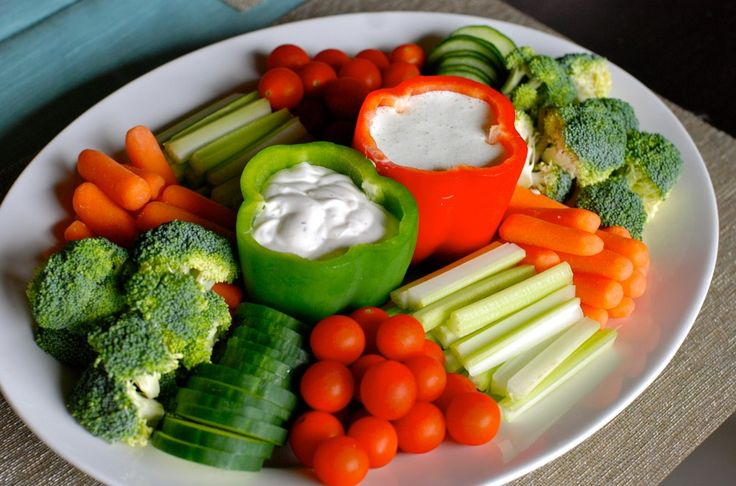 Healthy vegetable platter. Perfect for hosting parties! e.fawn